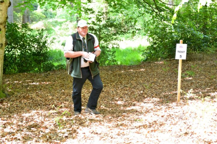 The fourth exercise (test 5) is judged by Richard Beckerleg: Marking in thick woodland and just in the same line a little bit further on their is a blind.