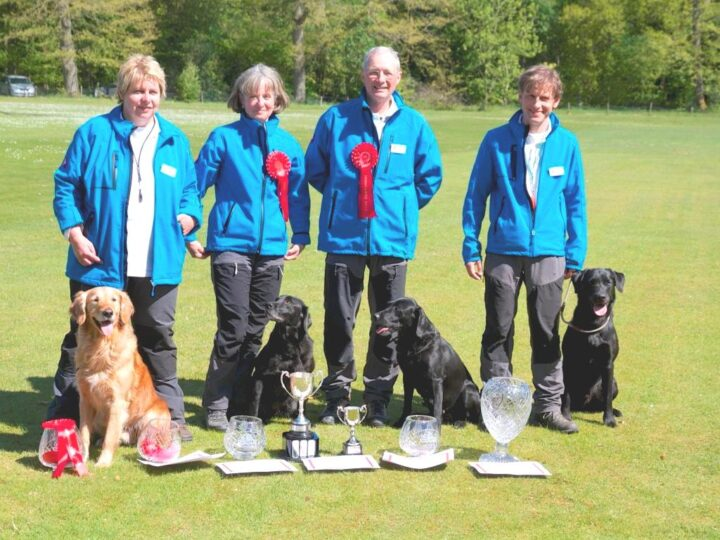 Brilliant, Switzerland wins before England and Austria. Lockthorn Temba & Claudia Gross became Top Dog! Congratulations!!!! From left to right: Bea Loetscher-Zufferey (with Funnyline Fieldquest J.B.), Claudia Gross (with Lockthorn Temba), Team-Captain Daniel Marx (with Lockthorn Tara) and Andi Güntert (with Waterfan's Seawolf Yon).