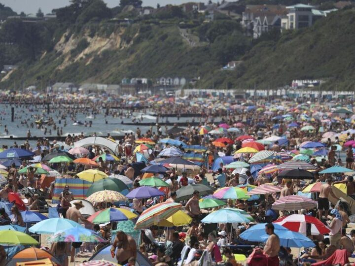 ...in contrary to all the irresponsible people after the easing in south England (photo BBC)!