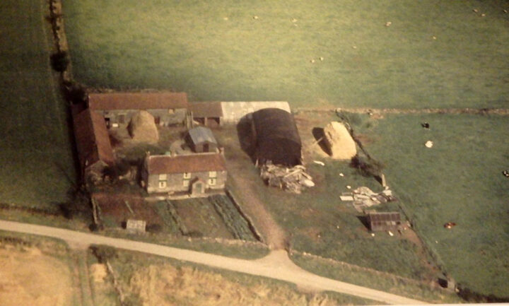 Whitethorn in July 1963 - a typical farmhouse with some outbuildings and about 2,5 acres of land.