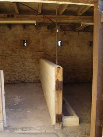 Zunächst war Phantasie und Vorstellungsvermögen gefragt... ....Wir wollten diesen Ex-Stall in eine Wohnung verwandeln!