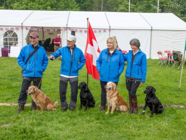 "International debut: Zoe runs for Switzerland at the  Skinner's ""Retriever World Cup"" and at the Kennel Club ""International Retriever Event""!"